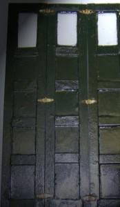 Groene-deuren-met-scharnier